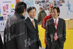2010北京马拉松博览会 - 领导巡馆(一)